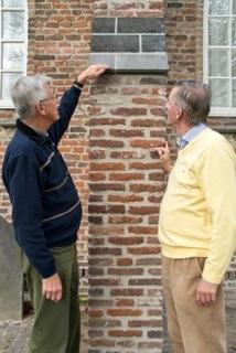 Frits Kool en Eric Janse de Jonge, leden restauratiecie PGE, november 2013